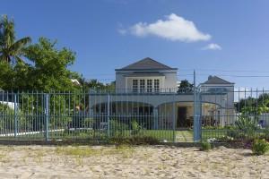 beachfront-villa-rentals