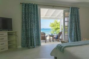 Sandgate-Vacation-Rental-Master-bedroom